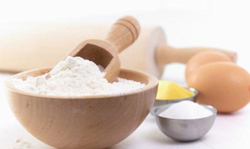 Tẩy lông nách bằng hỗn hợp bột mì lòng trắng trứng gà
