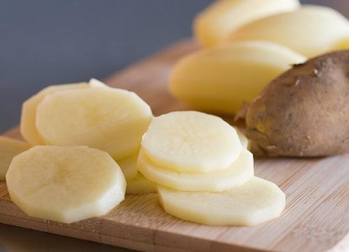 Dưỡng chất tự nhiên từ khoai tây vừa làm mờ vết rạn lại kích thích sản sinh tế bào mới