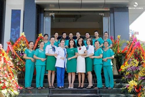 Các chuyên gia đầu ngành cùng đội ngũ kỹ thuật viên giỏi kiến thức chuyên môn và kinh nghiệm thực hành tại Thu Cúc Clinic Ninh Bình sẽ giúp khách hàng chăm sóc và điều trị da thẩm mỹ khoa học, hiệu quả.