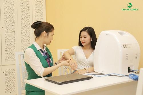 Tại đây, bạn Hải được tư vấn, thăm khám cẩn thận để xác định tình trạng violong và xây dựng liệu trình điều trị phù hợp.