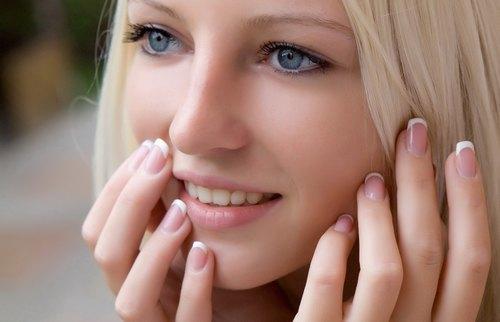 Tẩy lông mặt giúp da sáng khỏe nhờ tác dụng loại bỏ da chết và loại bỏ violong.