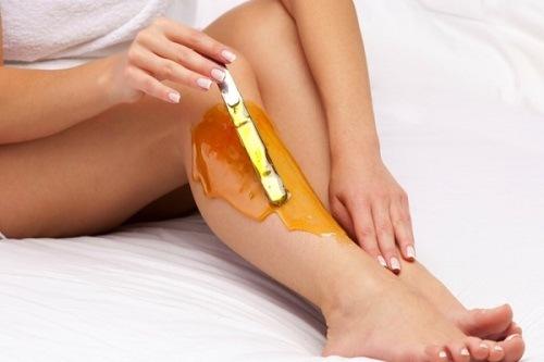 Wax lông chân là 1 trong những phương pháp làm đẹp được nhiều chị em tin chọn