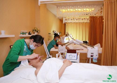 Đến Thu Cúc Clinics, phái đẹp sẽ được thăm khám và thực hiện liệu trình chăm sóc da hiệu quả, an toàn