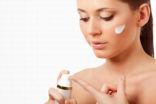 Kết hợp thoa kem chống năng giúp bảo vệ làn da tối ưu