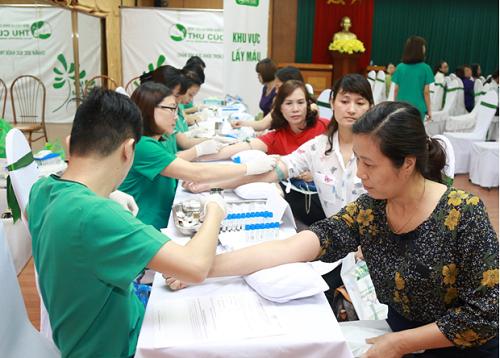"""""""Không ai phải sợ"""" là chương trình nâng cao nhận thức về tầm quan trọng của việc tầm soát ung thư do thương hiệu Thu Cúc tổ chức. Ngày 08/04 vừa qua, chương trình đã diễn ra tại Cung văn hóa Lao động Việt - Nhật (106B, Trần Nhân Tông - TP. Hạ Long, Quảng Ninh)."""
