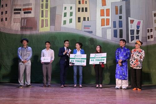 Ngay trong đêm hài kịch, khán giả đã được tham gia bốc thăm may mắn và nhận các voucher làm đẹp giá trị đến 5 triệu đồng.