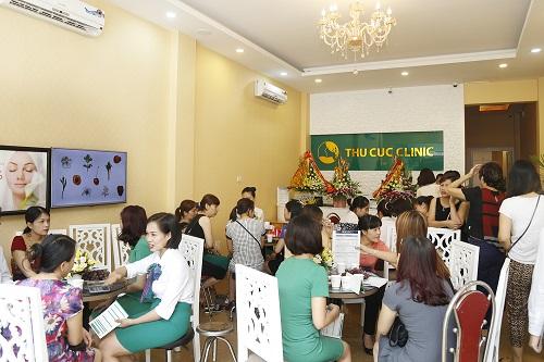 Đến Thu Cúc Clinics để được thăm khám và tư vấn giải pháp phòng ngừa, điều trị rạn da hiệu quả.