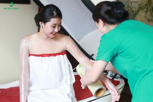 Tắm trắng phi thuyền tại Thu Cúc Clinics
