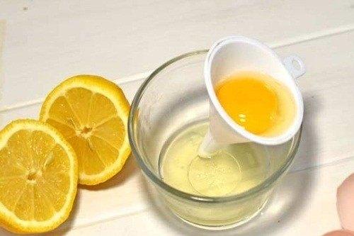 Với trứng gà và nước cốt chanh, bạn có thể tự tạo hỗn hợp để tẩy lông vùng dưới cánh tay dễ dàng.