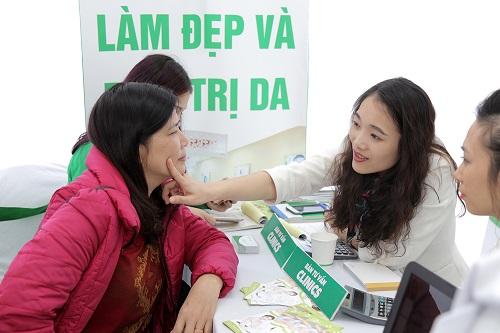 Đặc biệt, các khách hàng đăng ký liệu trình và đặt cọc làm đẹp tại cơ sở Thu Cúc Clinic Lạng Sơn trong ngày tại sự kiện sẽ nhận ngay ưu đãi 45%. Mức khuyến mãi KHỦNG này chỉ duy nhất áp dụng trong ngày VÀNG 22/04