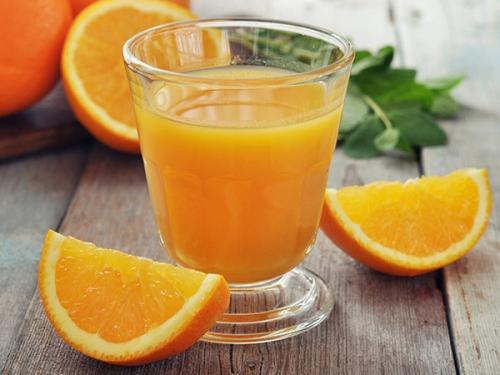 Làm trắng da tiết kiệm với nước cốt cam tươi Công thức này đơn giản, dễ thực hiện lại cực tiết kiệm chi phí.