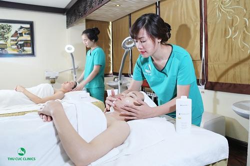 """các phương pháp làm trắng da mặt một cách bài bản, khoa học và an toàn Thu Cúc Clinics sẽ giúp bạn """"lột xác"""" làn da mặt chỉ sau 40-60 phút thực hiện"""