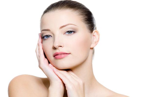 Bước quan trọng khi chăm sóc da đó là rửa mặt sạch sẽ để dưỡng da tươi sáng