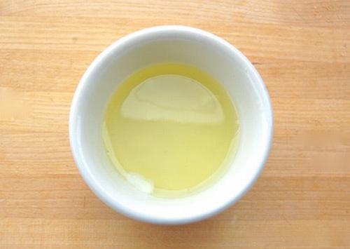 Thoa lòng trắng trứng gà lê da có khả năng chữa lành các vết rạn