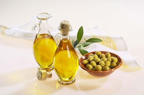 Thoa dầu oliu lên da mỗi ngày có tác dụng làm trắng da