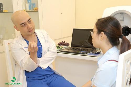 Không chỉ có vẻ bên ngoài bề thế, sang trọng, Thu Cúc Clinic Ninh Bình còn gây ấn tượng bởi không gian lịch sự và hiện đại bên trong. Đặc biệt tại đây, khách hàng sẽ được các bác sĩ thẩm mỹ, chuyên gia đầu ngành thăm khám và tư vấn miễn phí về các phương pháp chăm sóc, làm đẹp da hiệu quả, an toàn.