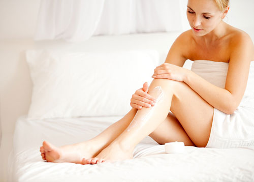 Dưỡng ẩm toàn thân mỗi ngày giúp cho làn da luôn đàn hồi, khỏe mạnh.