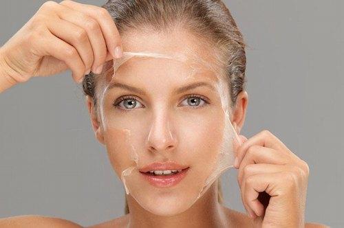 Thay da sinh học không khiến làn da bị lột tẩy, bong tróc như các giải pháp lột da đầy nguy hại.
