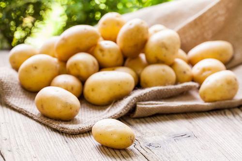 Khoai tây là nguyên liệu có tác dụng rất tốt trong việc làm sáng da, ngừa lão hóa, ngăn chặn hình thành nám
