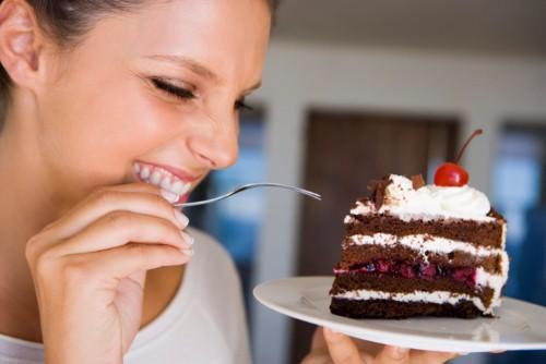Ăn đồ ngọt không chỉ bất lợi cho sức khỏe mà còn ảnh hưởng không nhỏ đến thẩm mỹ làn da