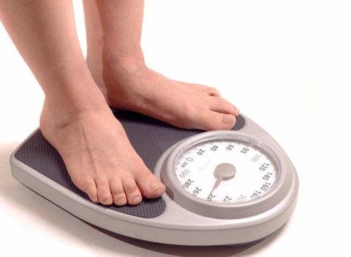 Kiểm soát cân nặng trong thời gian mang bầu để hạn chế tình trạng rạn da.