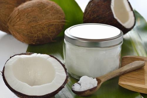 Dầu dừa chưa nhiều dưỡng chất có khă năng trị rạn da hiệu quả