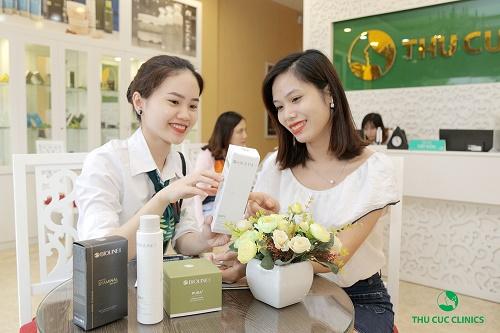 Thời gian thực hiện toàn bộ quy trình sẽ khoảng 45-60 phút, chuyên viên sau đó tiến hành làm sạch da, thoa sản phẩm đặc trị mụn và chống nắng cũng như tư vấn những bước chăm sóc, sử dụng sản phẩm tại nhà kết thúc liệu trình.