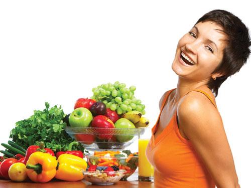 Rau xanh, hoa quả tươi cung cấp chất xơ, dinh dưỡng và lượng độ ẩm cần thiếu cho cơ thể cũng như làn da