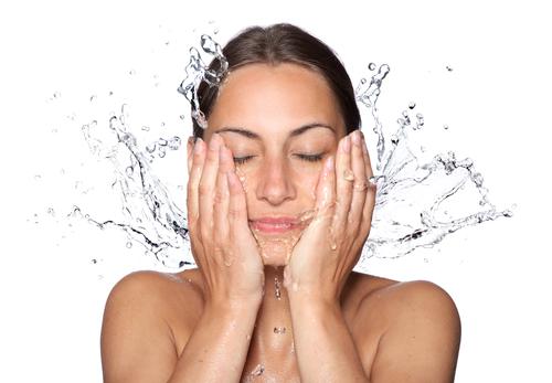 Làm sạch da là nguyên tắc cần tuân thủ để có được làn da không có mụn