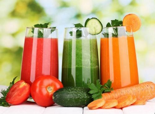 Theo đó, chị em có thể bổ sung đa dạng các loại nước vào cơ thể, ngoài nước lọc có thể là nước ép trái cây, rau củ nguyên chất... Chỉ đơn giản là uống thôi nhưng chúng sẽ giúp cơ thể của bạn luôn khỏe - đẹp rồi đấy!