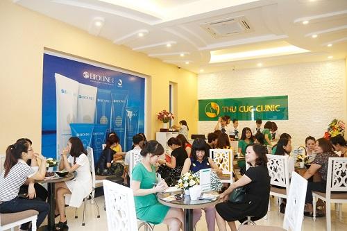 Các cơ sở của Thu Cúc Clinics luôn tấp lập khách hàng đến tư vấn và trải nghiệm dịch vụ làm đẹp