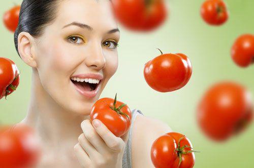 Nước ép cà chua mặt nạ cà chua làm mờ tàn nhang hiệu quả.