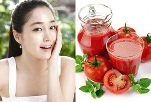 Cà chua giúp bạn làm mờ các vết tàn nhang an toàn.