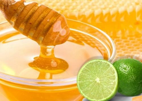 Sự kết hợp giữa chanh mật ong làm mờ tàn nhang hiệu quả.