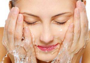 Tiết lộ bí quyết rửa mặt để có làn da trắng mịn tự nhiên