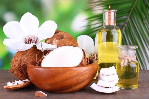 Công thức trị rạn da bằng dầu dừa thích hợp cho mọi loại da mà không lo kích ứng.
