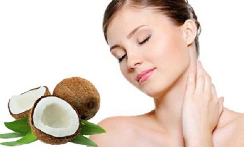 Dầu dừa chứa nhiều chất chống oxy hóa làm mờ tàn nhang hiệu quả.