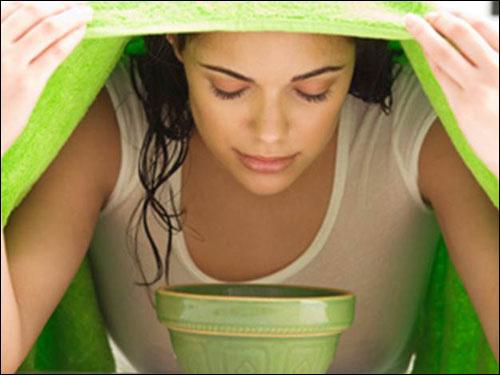 Xông hơi bằng phương pháp tự nhiên giúp làm mờ các vết tàn nhang.