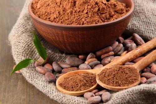 Thành phần trong ca cao cũng chứa nhiều dưỡng chất nên được xem như một mỹ phẩm giúp dưỡng ẩm da