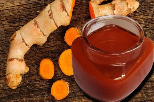 Rượu nghệ Nha đam sẽ bổ sung dưỡng chất để các tế bào khỏe mạnh và tăng cường collagen giúp da săn chắc hơn.