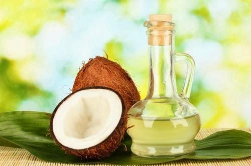 Dầu dừa chứa nhiều dưỡng chất giúp làm mờ các vết rạn da an toàn.