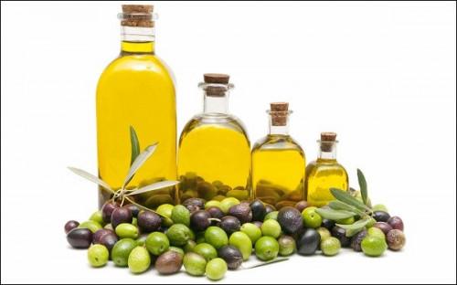 Dầu oliu chứa nhiều vitamin E giúp làm mờ vết rạn sau sinh.