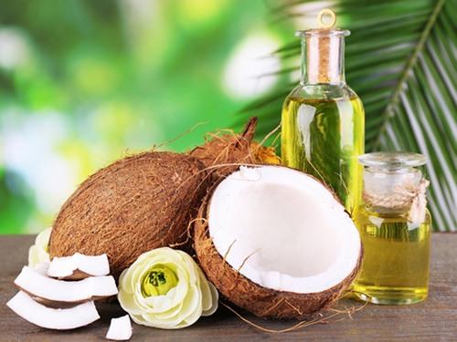Các nghiên cứu đã chỉ ra rằng thành phần trong dầu dừa có chứa lượng lớn vitamin E và axit béo.