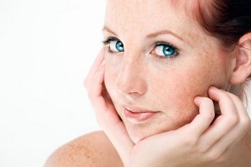 Tàn nhang là hiện tượng trên da xuất hiện những đốm nâu hoặc vàng sẫm màu