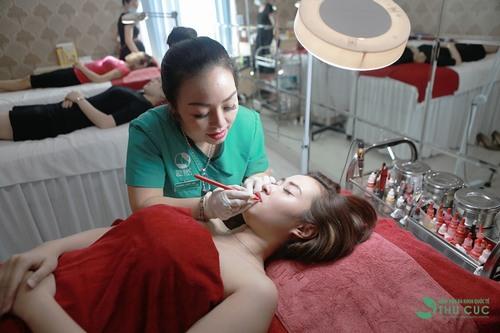 Phun xăm màu môi tại Thu Cúc Clinics sẽ được thực hiện bởi bàn tay khéo léo kỹ thuật cao của các chuyên gia được đào tạo bài bản.