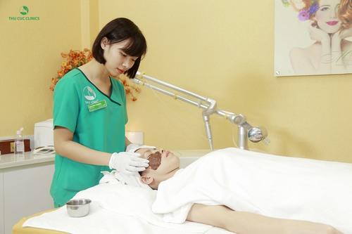 Điều trị nám bằng bước sóng không gây cảm giác đau, không làm tổn thương da nên không ảnh hưởng đến làn da và sức khỏe.