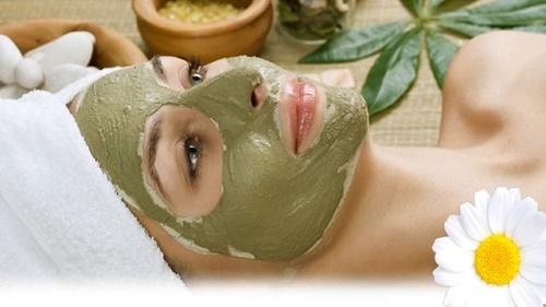 Đậu xanh rất hữu ích trong việc làm sáng da và bảo vệ da dưới những tác động xấu từ môi trường.