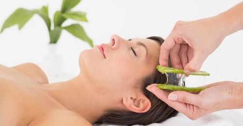 Mặt nạ nha đam sẽ làm mờ các đốm đen trên da, cung cấp độ ẩm và giúp làn da sáng mịn tự nhiên.
