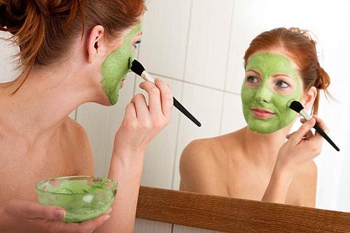 Mặt nạ rau ngót cung cấp độ ẩm cho làn da mà còn giúp làn da căng mịn và khỏe mạnh từ sâu bên trong.