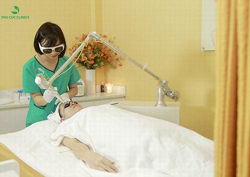 Thu Cúc Clinics - thương hiệu làm đẹp được đông đảo chị em lựa chọn đang ứng dụng trị tàn nhang bằng công nghệ Laser YAG.